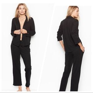 VICTORIA SECRET'S FEATHERWEIGHT RUFFLE PJ BLACK M